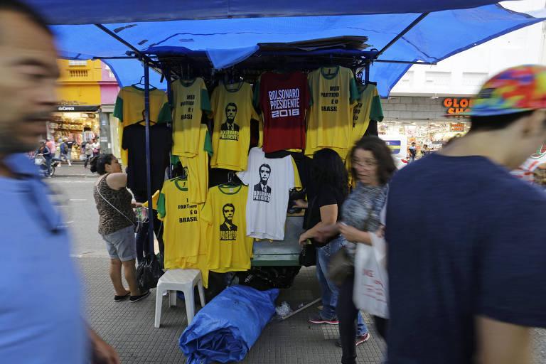 Camisetas de Bolsonaro são vendidas na 25 de Março