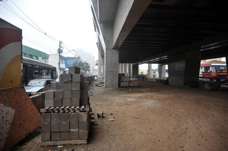 Obras abandonadas do monotrilho em SP