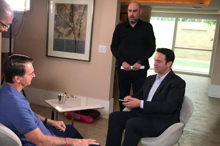 Entrevista de Jair Bolsonaro à Record, feita pelo jornalista Eduardo Ribeiro e com participação de Douglas Tavolaro, vice-presidente de jornalismo da Rede Record