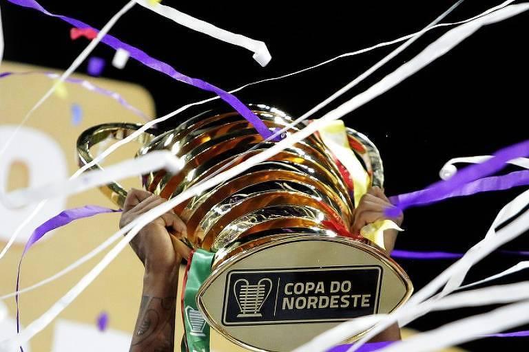 Troféu da Copa do Nordeste, que o SBT transmitiu em parceria com o Esporte Interativo