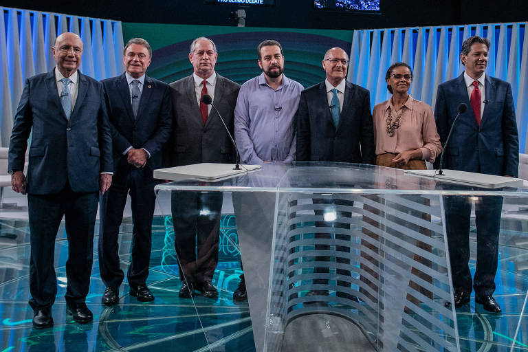 Presidenciáveis posam para a foto antes de debate