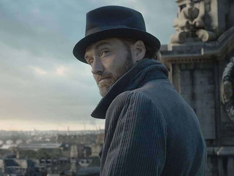 """Jude Law como Dumbledore em filmes """"Animais Fanásticos: Os Crimes de Grindelwald"""""""