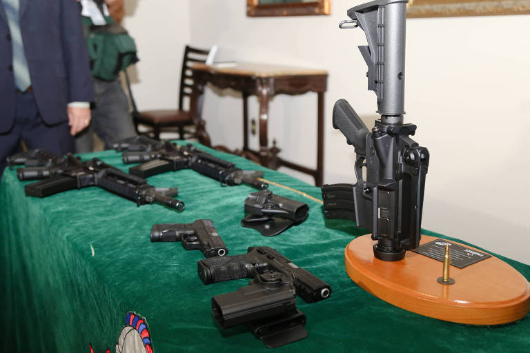 Empresas Forjas Taurus e CBC fazem doações de fuzis e munições para Exército Brasileiro