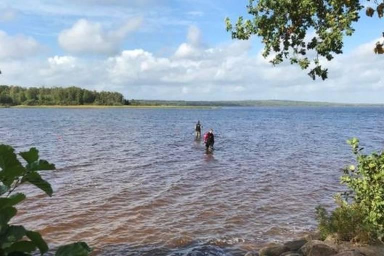Escavações podem revelar outros itens antigos escondidos no fundo do lago