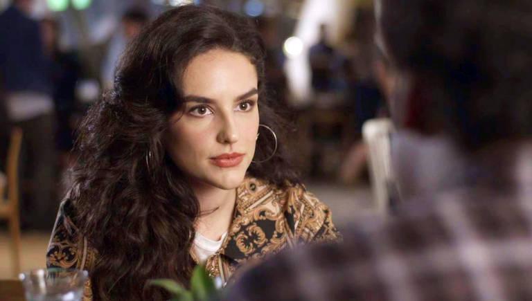 Mariane (Kéfera Buchmann) não aceita receber um papel coadjuvante no novo filme de Alain (João Vicente de Castro)