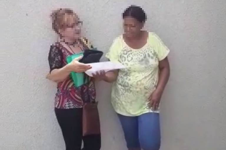 Entrevista iniciou em ponto de ônibus e foi interrompida após intervenção de guarda