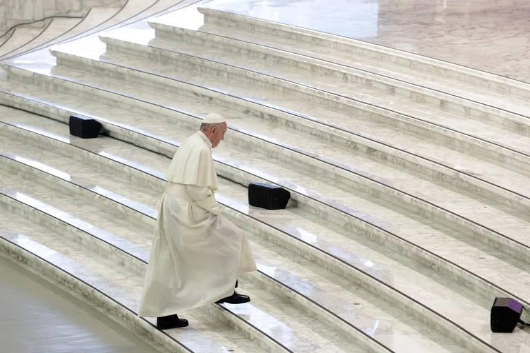 O papa Francisco durante encontra com jovens neste sábado (6) no Vaticano