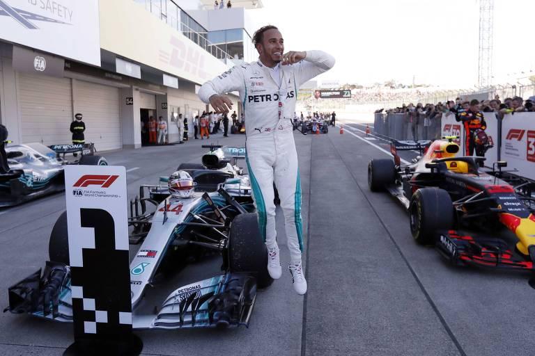 Lewis Hamilton comemora vitória no GP do Japão de Fórmula 1