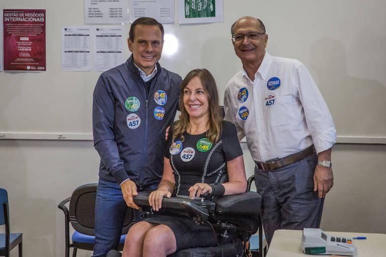 Mara Gabrilli, com Geraldo Alckmin e João Doria, neste domingo (7)