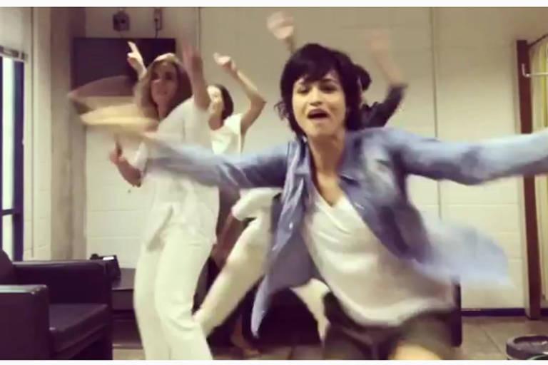 """Nanda Costa e atrizes e diretoras de """"Segundo Sol"""" fazem paródia contra Bolsonaro (PSL)"""
