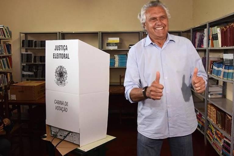 O senador Ronaldo Caiado (DEM) votou no início da manhã de domingo (7/10), em Nova Crixás, a 378 quilômetros de Goiânia