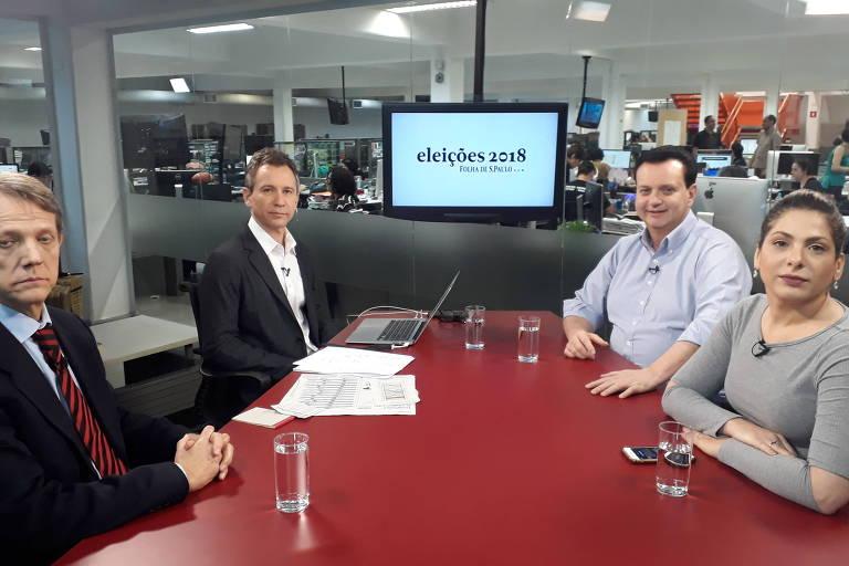Sentados à mesa da TV Folha, o  colunista da Folha André Singer, o repórter especial Fernando Canzian, o ministro Gilberto Kassab e a editora do Painel, Daniela Lima