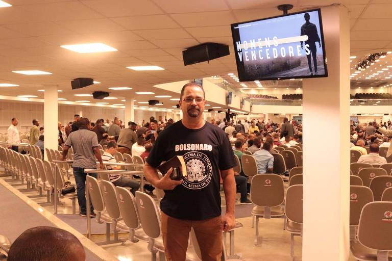 Diácono Márcio Lapedo, 51, que lidera uma igreja em Duque de Caxias (RJ)