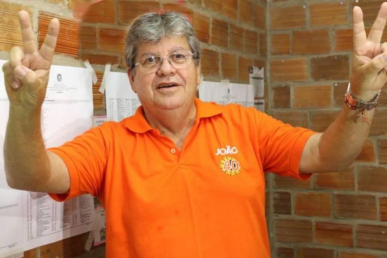 João Azevedo (PSB) vota em João Pessoa