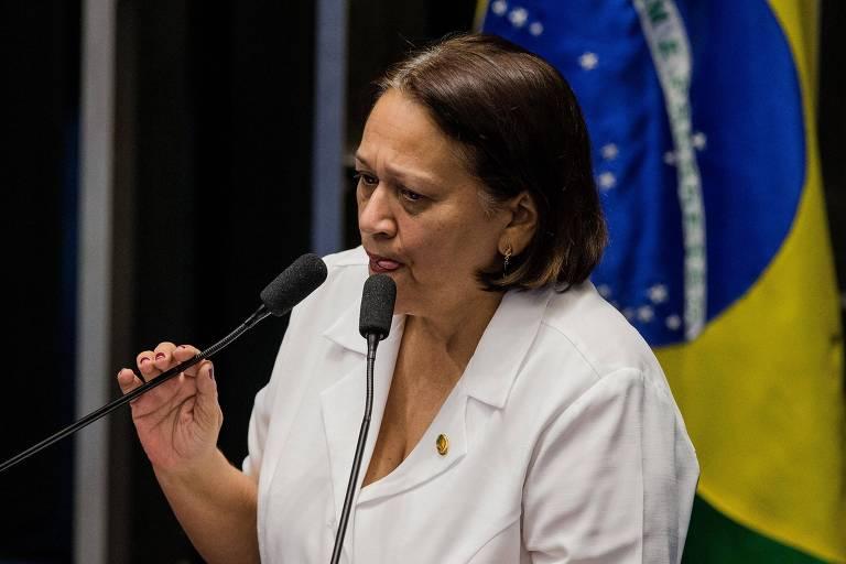 A senadora licenciada Fátima Bezerra (PT), durante sessão do impeachment de Dilma em 2016