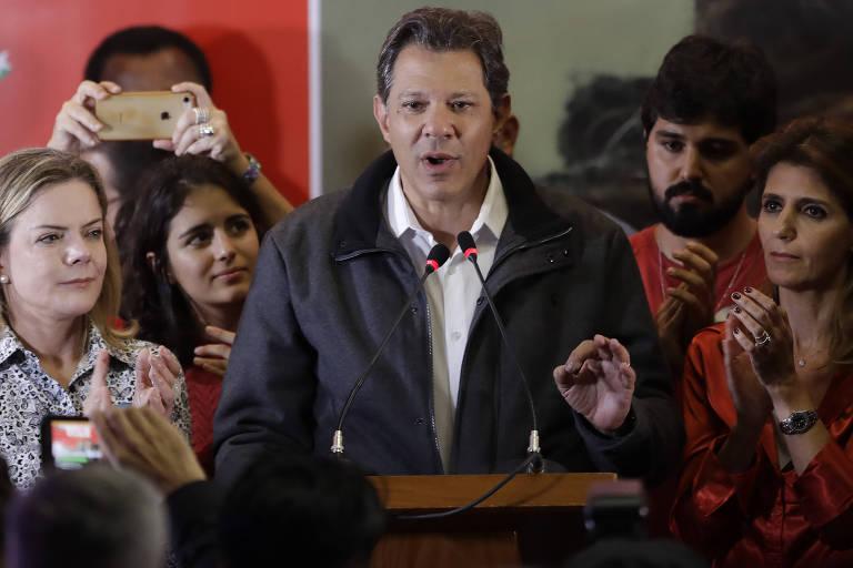 Candidato à Presidência pelo PT, Fernando Haddad faz pronunciamento em São Paulo