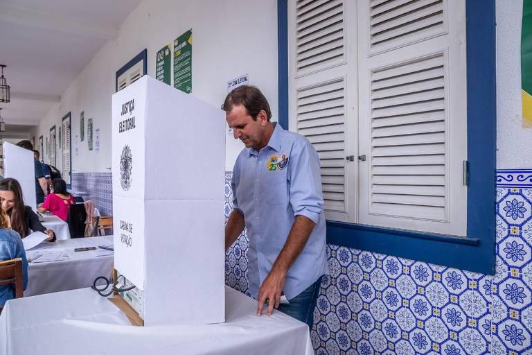 Witzel e Paes disputam segundo turno no Rio
