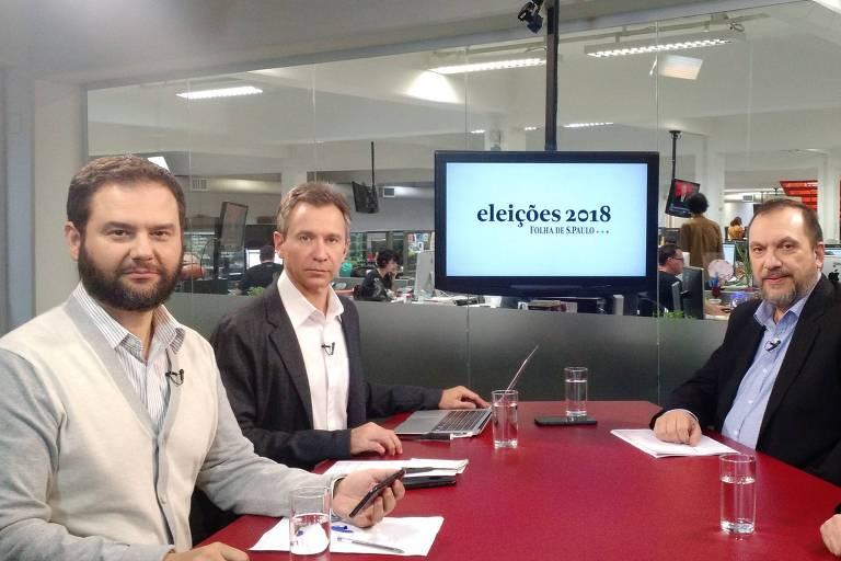 Sentados na mesa do estúdio da TV Folha, Fernando Canzian - repórter especial da Folha, Sérgio Davila - editor-executivo da Folha, Mauro Paulino, diretor-geral do Datafolha e Fábio Zanini, editor de Poder