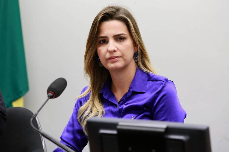 A deputada Clarissa Garotinho em reunião na Câmara