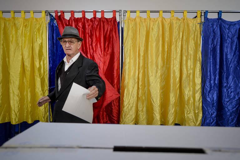 Romeno vota em Bucareste em referendo sobre proibição de casamento gay