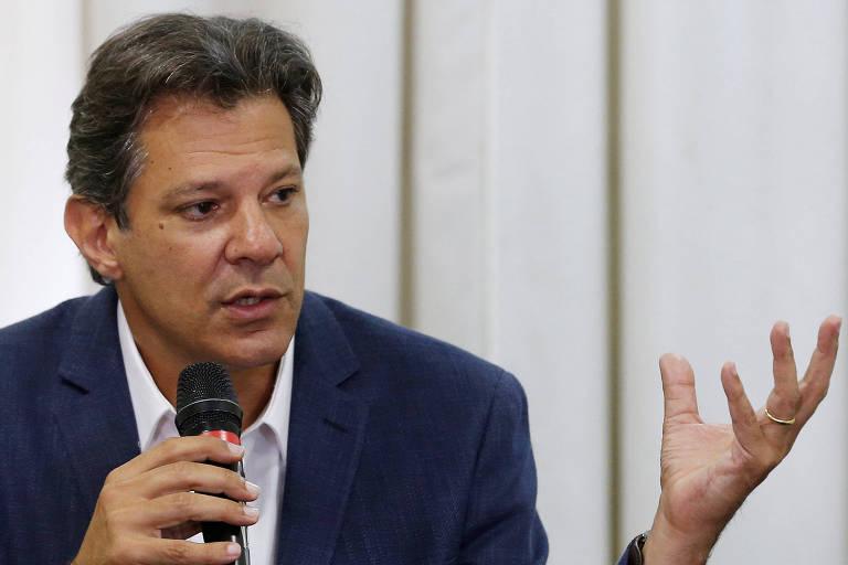 O candidato do PT à Presidência Fernando Haddad durante entrevista a jornalistas em Curitiba