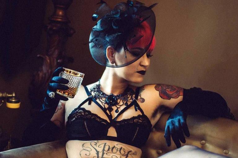 """A atriz pornô Mila Spook, que concorre a oito prêmios Sexy Hot com seu filme """"(Des)conectados"""""""