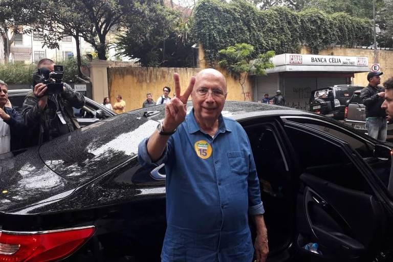 O candidato do MDB à Presidência, Henrique Meirelles, chega para votar no Colégio Rio Branco, no bairro Higienópolis, em São Paulo, no domingo (7)