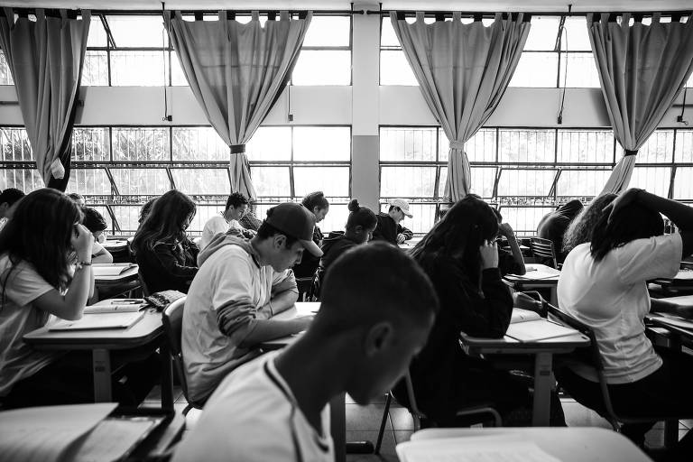 Alunos em sala de escola da rede estadual na Vila Mariana, zona sul de São Paulo