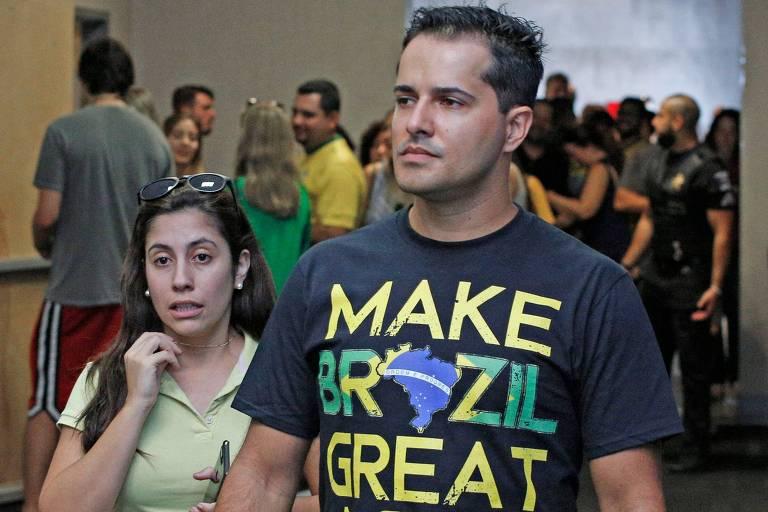 Eleitor de Bolsonaro, em Orlando, na Flórida, neste domingo (7)
