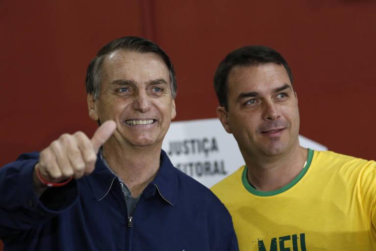 Candidato à Presidência, Jair Bolsonaro, e o filho, Flávio Bolsonaro, senador eleito pelo Rio de Janeiro