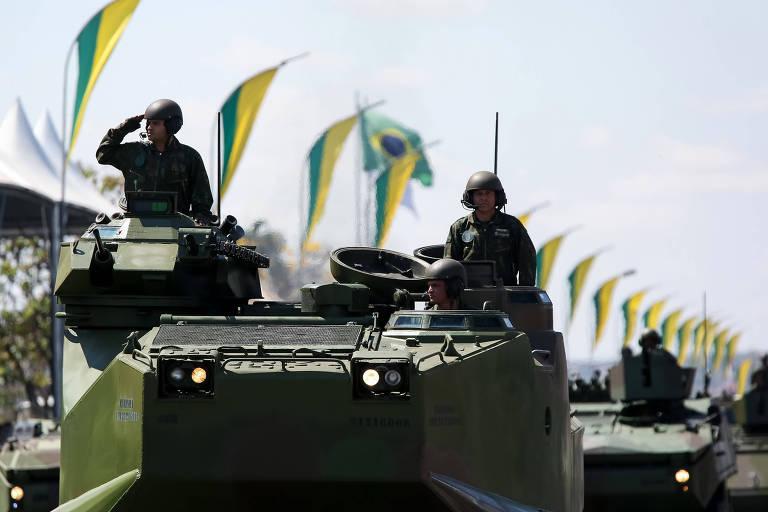 Desfile cívico-militar em Brasília celebra os 196 anos da independência do Brasil. Representantes de militares expandem espaço na Câmara dos Deputados em 2019
