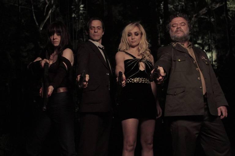 """Isabel (Maria Luísa Mendonça), Vicente (Marcos Winter), Dora (Simone Spoladore) e Manolo (Adriano Garib), em cena de """"Magnífica 70"""""""