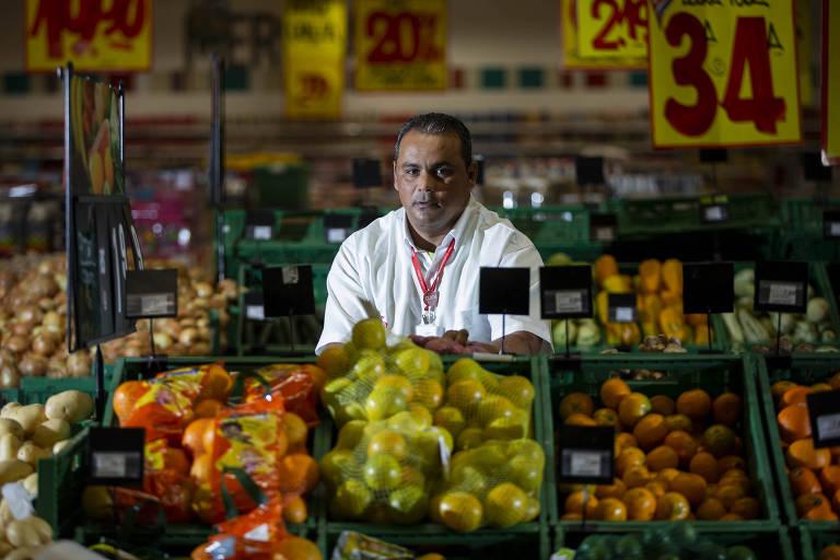 José Renato de Oliveira, 40, que trabalha há mais de um ano como repositor de verduras em um hipermercado da zona leste de São Paulo