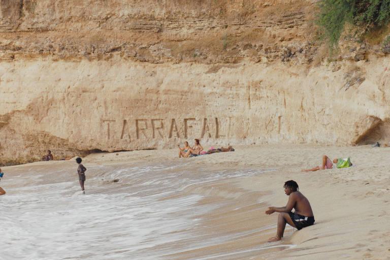 Cena do filme 'Djon África', de Filipa Reis e João Miller Guerra