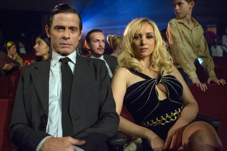 """Marcos Winter e Simone Spoladore em cena de """"Magnífica 70"""""""