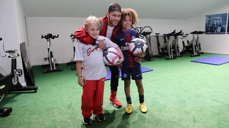 Neymar Jr. realiza sonho de garoto australiano