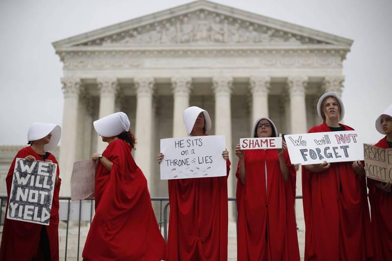 Mulheres protestam na frente da Suprema Corte, em Washington, contra o novo juiz Brett Kavanaugh