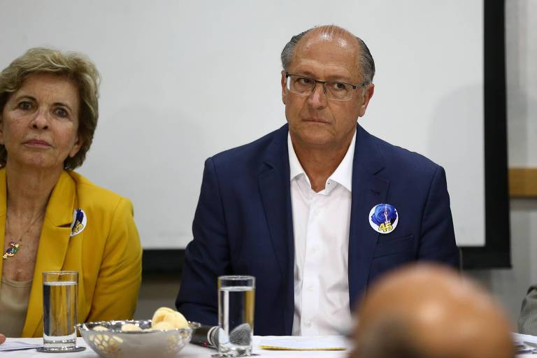 O presidente nacional do PSDB, Geraldo Alckmin, ao lado da deputada Yeda Crusius (RS) durante reunião da executiva do partido, em Brasília