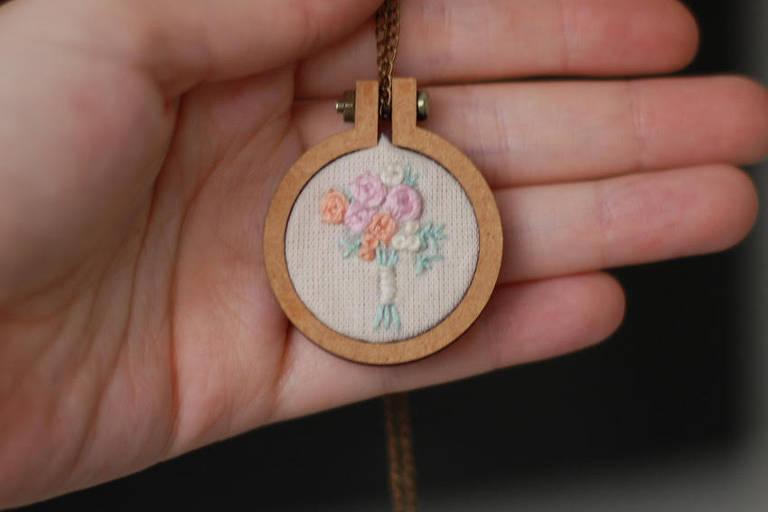Bordados: Jovens que viram mães e avós bordarem dão novo estilo à artes manuais