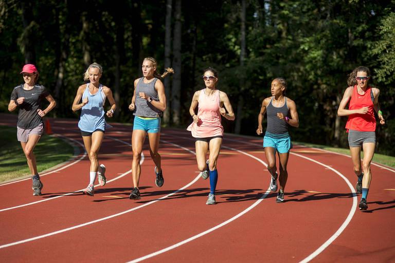 A partir da esquerda, Amy Cragg, Shalane Flanagan, Colleen Quigley, Kate Grace, Marielle Hall e Gwen Jorgensen, que treinam juntas no Oregon