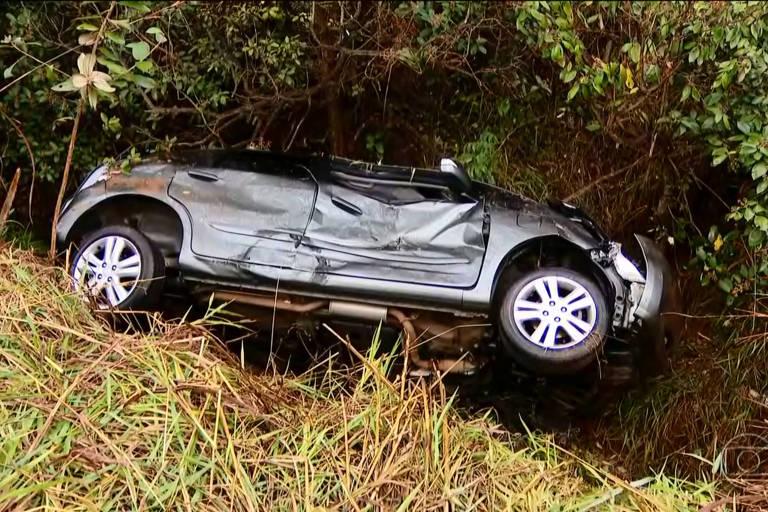 Três pessoas da mesma família foram encontradas mortas após um acidente na BR-050