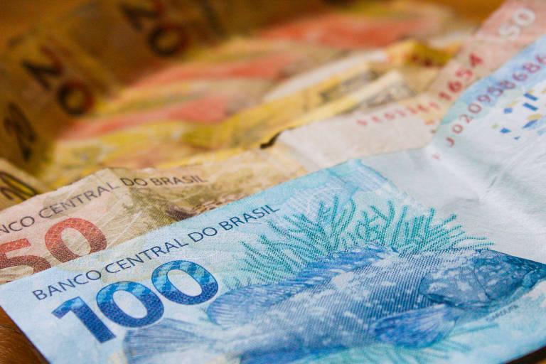 Cédulas de 100 reais, 50 reais e 20 reais