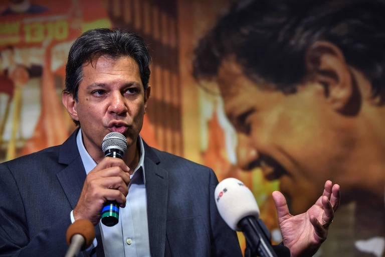 O candidato à Presidência Fernando Haddad (PT) discursa durante conferência sobre mídia em São Paulo