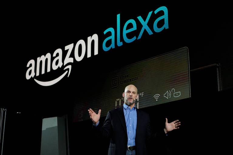 Mike George, VP da Amazon para Alexa, Echo e aplicativos, durante palestra em 2017