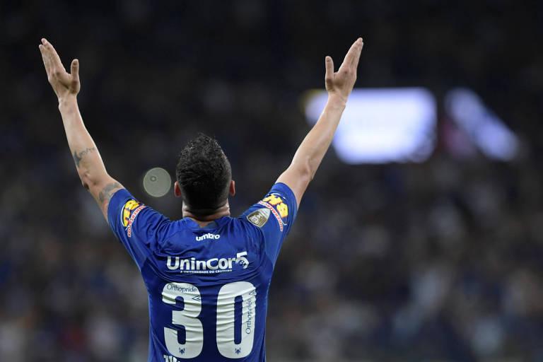 Thiago Neves comemora o gol da vitória do Cruzeiro no primeiro jogo da final da Copa do Brasil