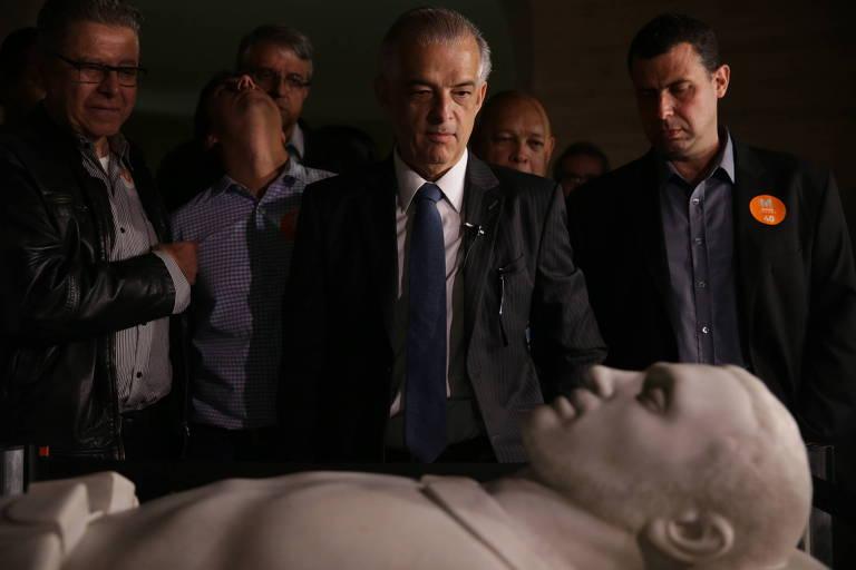 Márcio França (PSB) recebeu apoio político do Major Costa e Silva (DC) no Obelisco do Ibirapuera, na sexta (11)
