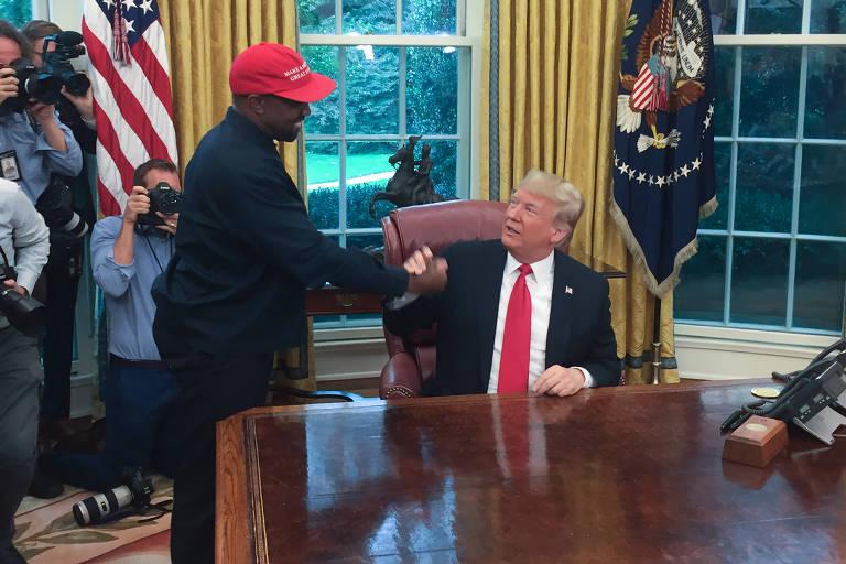 Trump e Kanye se cumprimentam no Salão Oval da Casa Branca