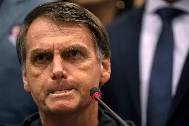 O candidato Jair Bolsonaro durante entrevista coletiva em hotel na Barra, Rio de Janeiro