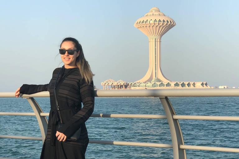 A brasileira Gabriela Delfino em Al Khobar, na Arábia Saudita, onde mora