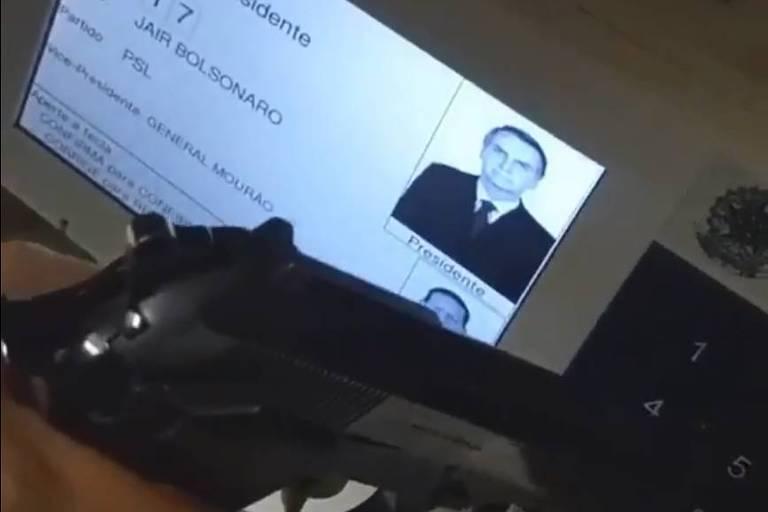 Eleitor que votou com arma é interrogado pela PF e investigado por quebra de sigilo